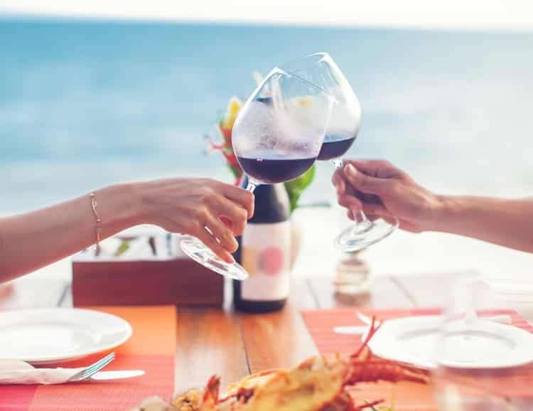 A couple is clinking two wine glasses