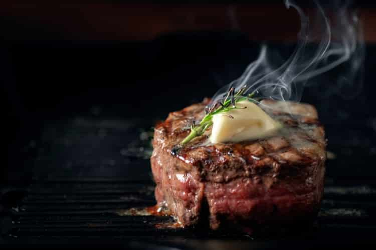 Steamed filet mignon with butter